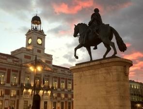 La Puerta del Sol de Madrid, punto de reunión de miles de personas para recibir cada Nochevieja, el nuevo año