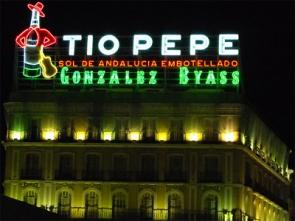 El luminoso de Tio Pepe que adornó durante 78 años el cielo de Madrid se ubicará en Barcelona