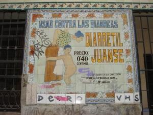 Azulejo de la Farmacia Juanse, en Malasaña