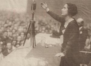 Clara Campoamor en un discurso