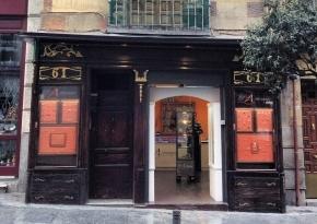 Fachada de la casa donde vivió Calderón de la Barca, en la Calle Mayor 61, Madrid
