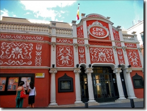 Cine DORE en Madrid con su fachada art-deco, hoy sede de la Filmoteca Nacional