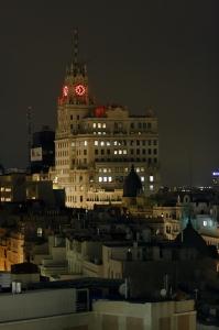 Cada noche, el edificio telefónica, se convierte en el faro de Madrid.