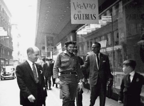 El famoso revolucionario realiza unas compras durante una de sus tres estancias en Madrid