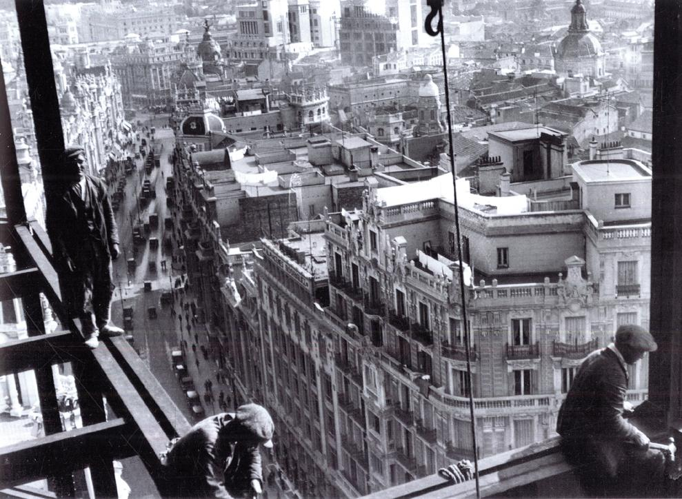 Espectacular y sobrecogedora imagen de las obras del Edificio Telefónica, en 1928