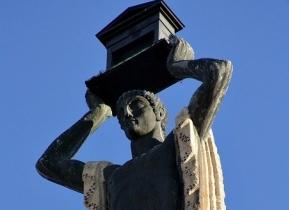 El Romano, de Victorio Macho, visible en el edificio de Gran Via, nº 60