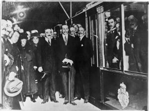 Alfonso XIII el día de la inauguración del Metro de Madrid, en 1919