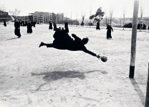 Seminaristas jugando al fútbol, imagen de 1959