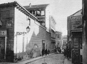La Calle de Amaniel en primer término y al fondo, la Calle del Álamo, en 1926, Madrid.