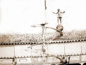 El equilibrista Mr Ethardo ensaya su espectáculo, en junio de 1857, Madrid.