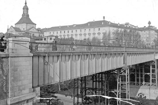 Viaducto original de la Calle Bailén, Madrid, inaugurado en 1874.