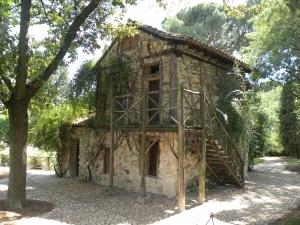 Casa de la Vieja en el Parque del Capricho, en Madrid
