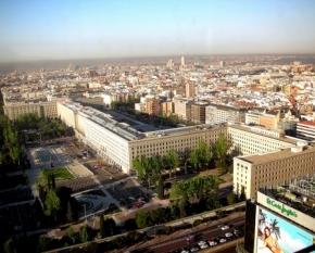 Nuevos Ministerios, en Madrid, donde se aprecia la forma de la hoz y el martillo en la planta