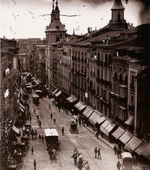 Calle de la Montera, con la Iglesia de San Luis, Madrid