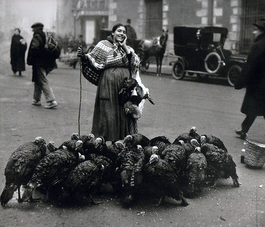 Vendedora de pavos en Madrid, 1925.