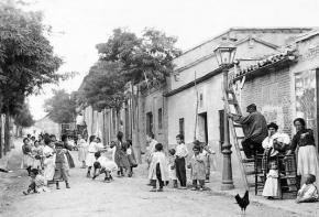 Niños jugando en el Barrio de Prosperidad, en 1906. Madrid