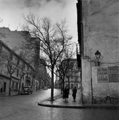Calle Embajadores, en 1953. Foto de Catalá Roca