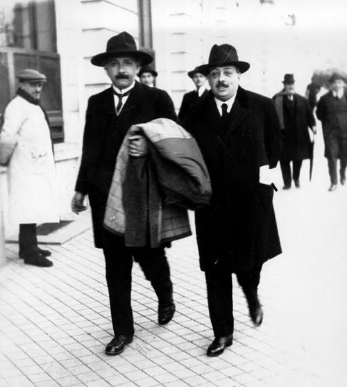 Einstein paseando por Madrid jen marzo de 1923