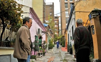 Vecinos del Pasaje de Cavanilles, en Madrid