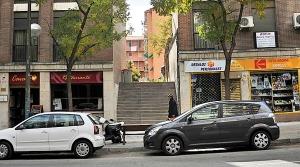Escaleras que dan acceso al Pasaje de Cavanilles, en Madrid