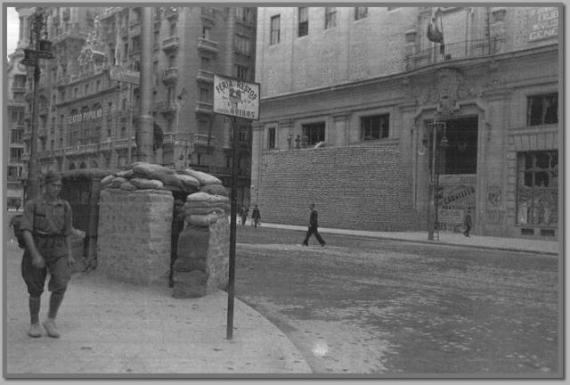 La Gran Vía de Madrid en el año 1936, durante la Guerra Civil