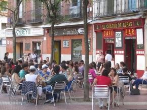 Terrazas en la Plaza de Olavide, foto saacada de conmuchagula.com