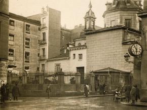 Iglesia de San Sebastián y Plaza del Ángel en 1920, en Madrid