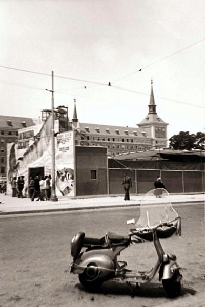 Exposición de una ballena en Moncloa, en 1954, en Madrid
