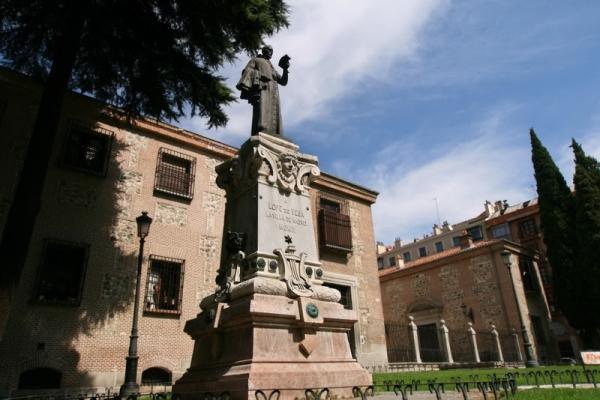 Escultura de Lope de Vega, junto al Convento de la Encarnación, en Madrid