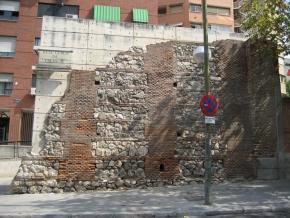 Restos de la Cerca Felipe IV, en la Ronda de Segovia, Madrid