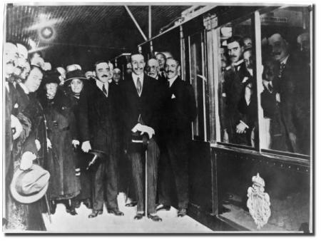 Alfonso XIII inaugurando el Metro de Madrid
