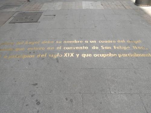 Plaza del Ángel, inscripción en el suelo
