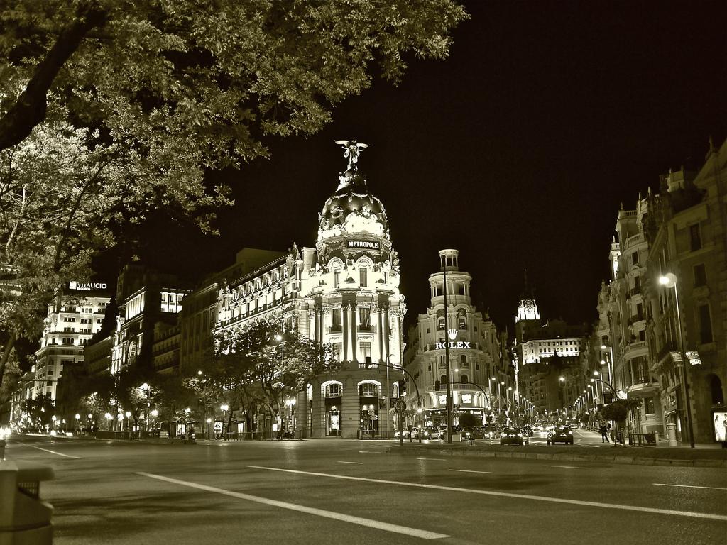 Alcalá y Gran Vía de noche, Madrid