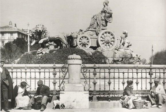 Fotos antiguas: Descanso a los pies de Cibeles