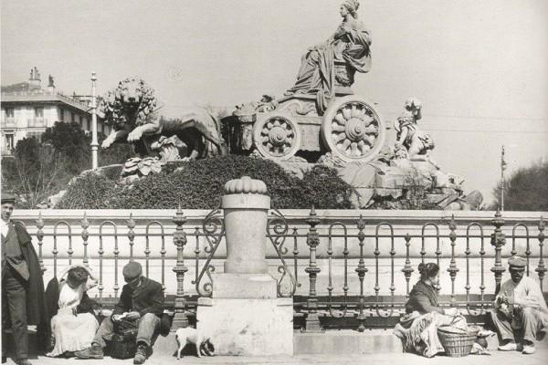 Almorzando junto a Cibeles 1906, Madrid