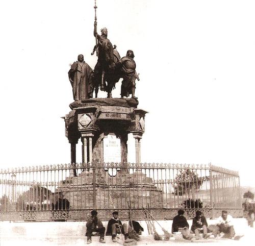 Monumento Isabel la Católica 1900