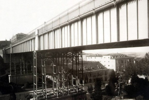 La vida del Viaducto de la Calle Bailén en 10 imágenes