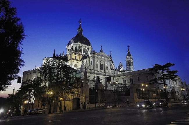 Catedral de la Almudena , de noche, Madrid