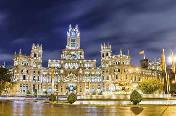 Palacio de Comunicaciones de noche , en Madrid