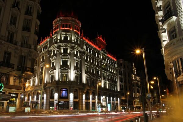 Casino Gran Vía iluminado de noche, Madrid