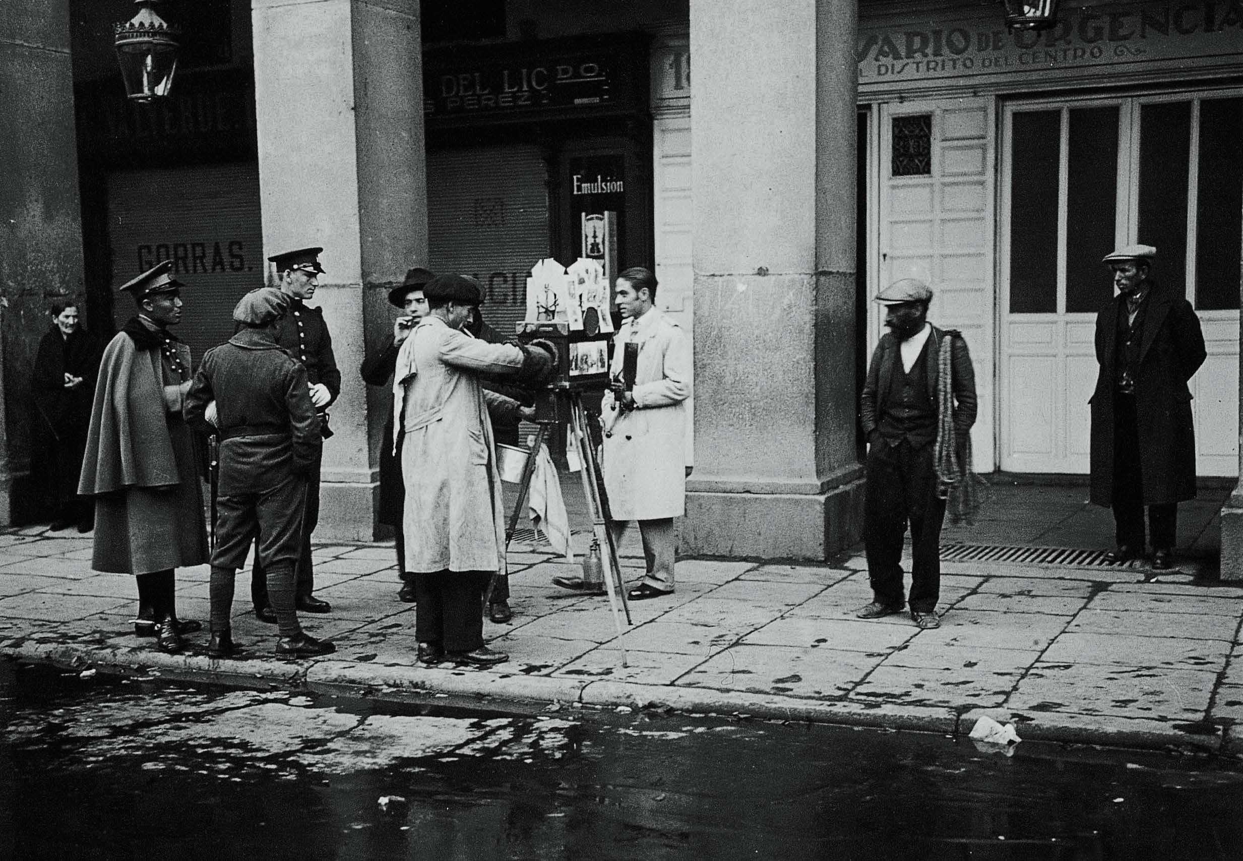 Fotógrafo ambulante en la Plaza Mayor, Madrid