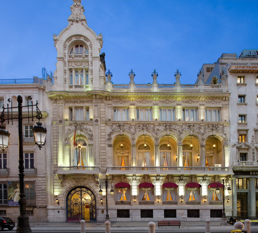 Casino de Calle Alcalá iluminado, Madrid