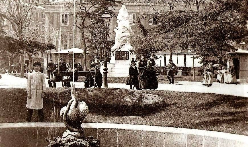 La Plaza de Santa Ana, 1900