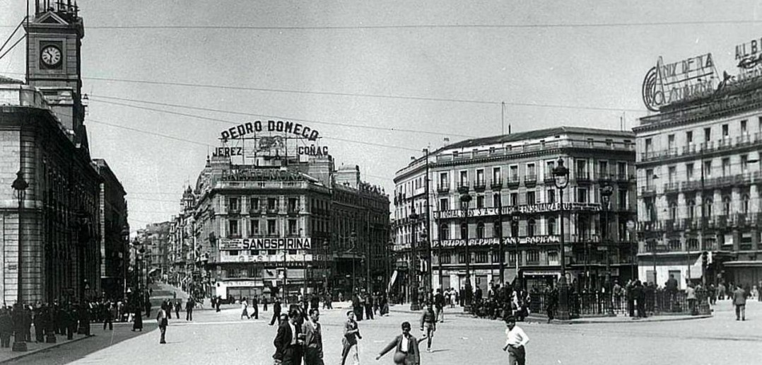 Fotos antiguas f tbol en la puerta del sol for Puerta de sol en directo