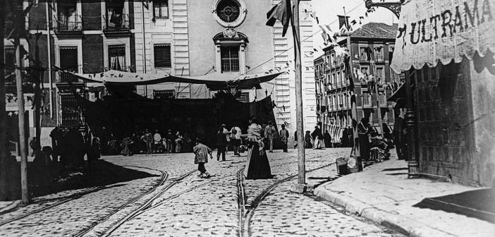 Fotos antiguas: La Plaza de la Cebada en 1890