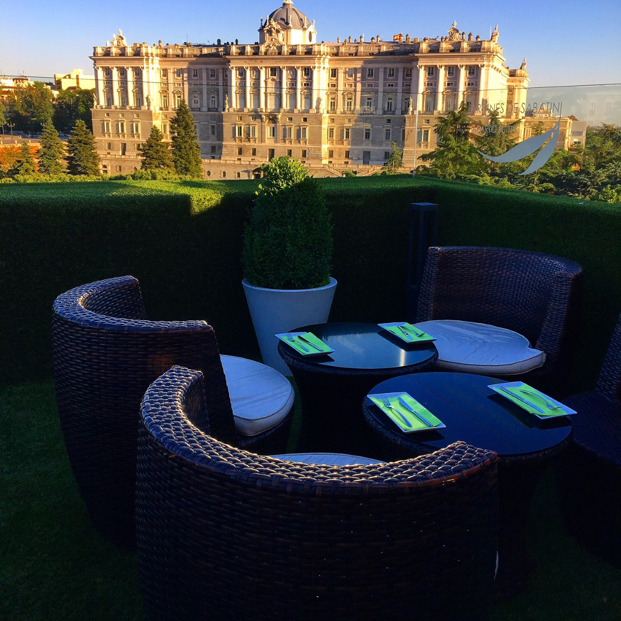 Apartosuites Jardines de Sabatini, terrazas en las azoteas de Madrid