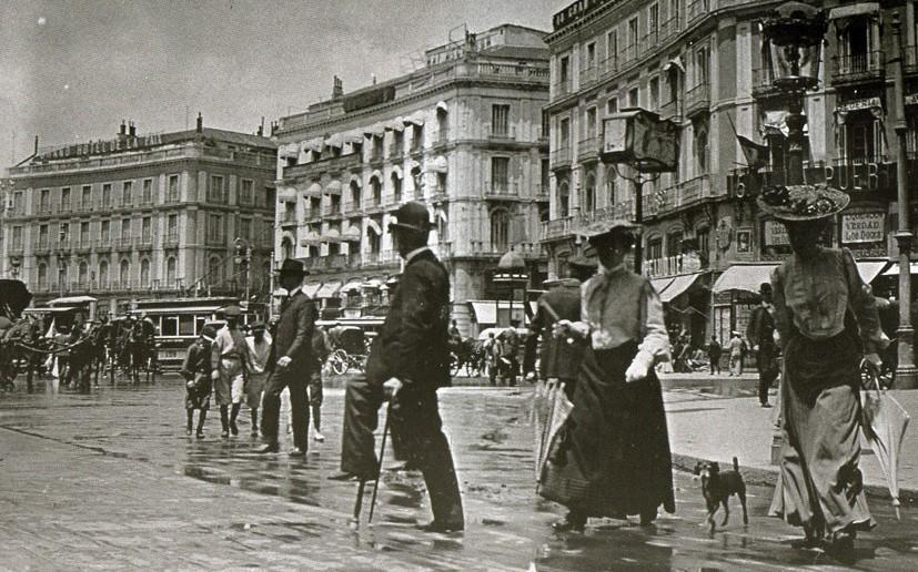 Fotos antiguas la puerta del sol de 1905 secretos de madrid for Puerta del sol madrid fotos