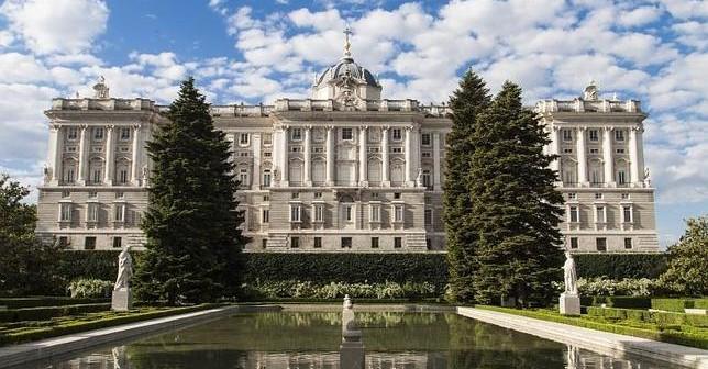 ¿Cuántas habitaciones tiene el Palacio Real?