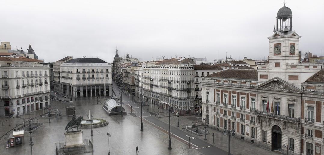 La Puerta del Sol desierta, Madrid