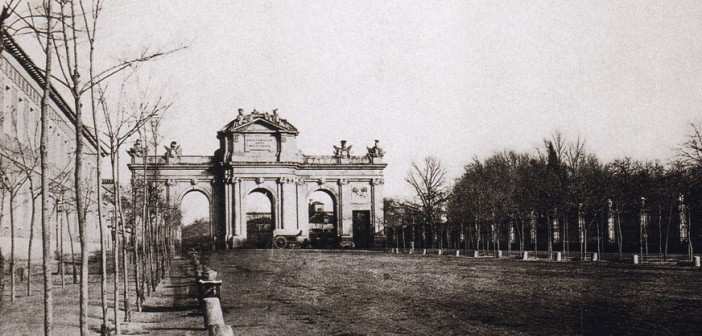 ¿En cuánto tiempo se hizo la Puerta de Alcalá?